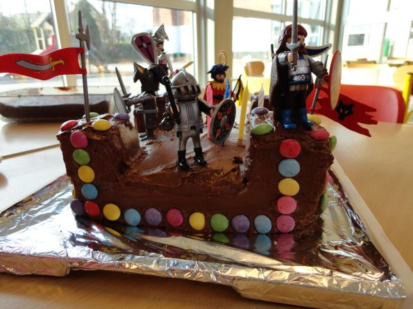 gateau-anniversaire-chevalier-playmobile