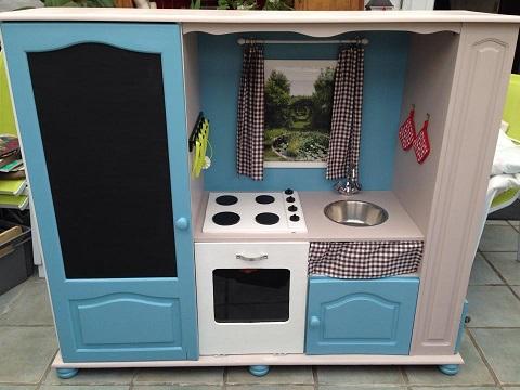 Comment transformer un meuble tv en cuisini re pour enfants - Comment fabriquer une cuisine pour petite fille ...