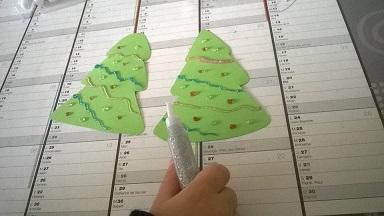 Comment faire un sapin 3d en carton - Comment mettre des guirlandes sur un sapin de noel ...