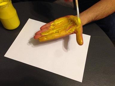 Faire une poule et ses poussins avec une empreinte de main